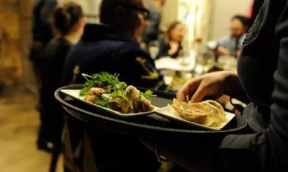 """Iniziativa """"Ioapro1501"""" dei ristoratori: 200 persone multate, i gestori rischiano la chiusura"""