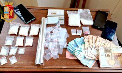Spaccia shaboo e picchia la compagna: arrestato con 30mila euro di droga in casa