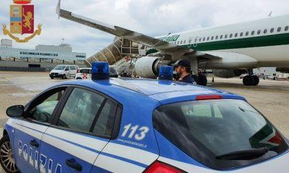 In aeroporto con documenti spagnoli ma non parla la lingua: arrestato