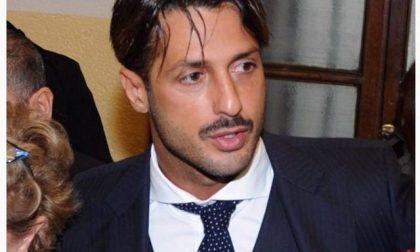 Revoca ai domiciliari per l'uso dei social, Fabrizio Corona ora rischia il carcere