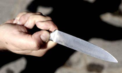 Ferito all'alba a coltellate: 27enne grave in ospedale