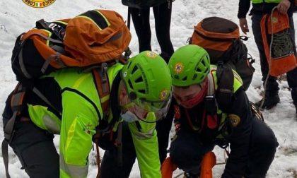 Cade e si ferisce in montagna: intervento del Soccorso Alpino per recuperare un 30enne milanese