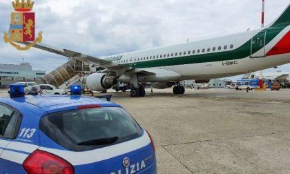 Tentano di partire per Londra da Milano con documenti falsi: arrestati