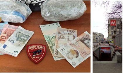 Due etti di marijuana in tasca: spacciatore scoperto in metro dai cani antidroga