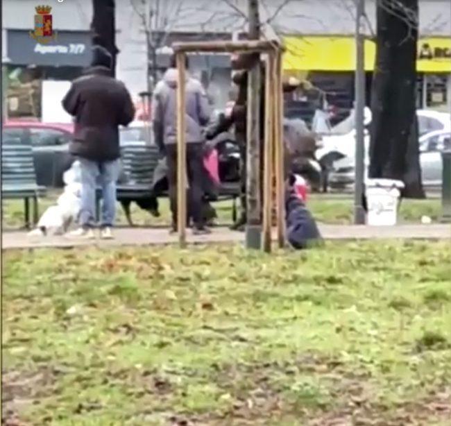 Agenti fermano madre figlio accattonaggio