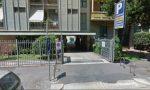 Rapinata e minacciata nel parcheggio: indaga la Polizia