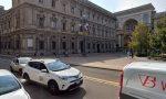 Anche i tassisti, nel loro piccolo, s'incazzano: protesta a Palazzo Marino