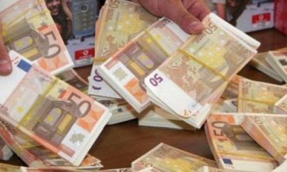 """Chiedono alla banca di cambiare 14mila euro di banconote false: """"Sono finite in lavatrice"""""""