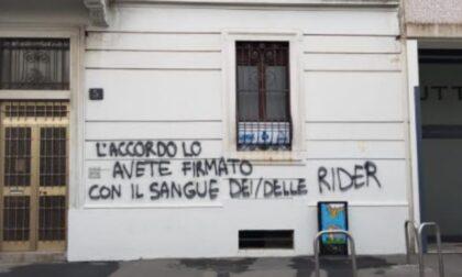 Attacco alla UGL di Milano, vandali scrivono sul muro della sede