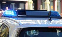Usavano il bagno di un bar per confezionare dosi di cocaina: un arresto e due denunce