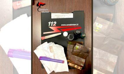 Alla vista dei Carabinieri si mangiano dei foglietti: erano (future) banconote false