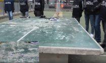 Gioco d'azzardo a dadi in un parco per bambini: quattro denunciati