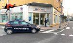 Aggredisce anziana mentre preleva al bancomat: arrestato rapinatore