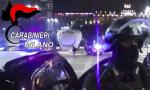 Minaccia con un coltello dipendenti e clienti e rapina una pasticceria: arrestato