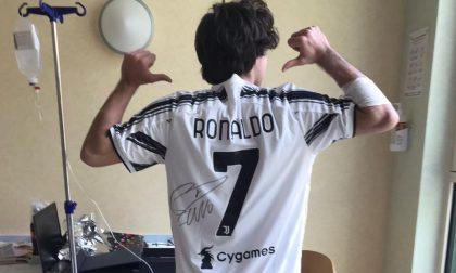 La Juventus dona una maglietta di Ronaldo ad un giovane paziente del Niguarda