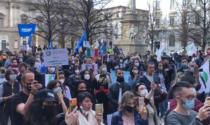 """""""Io Apro Tour"""", centinaia di manifestanti in protesta a piazza della Scala"""