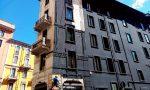 Facciata liberty dipinta di nero in via Plinio, scoppiano le polemiche dei residenti
