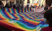 Bandierone della Pace da 25 metri sventolato davanti al Castello Sforzesco