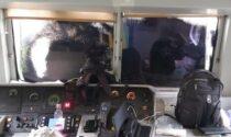 Blitz No Tav: bloccato e imbrattato un treno, spruzzi di vernice al volto del macchinista