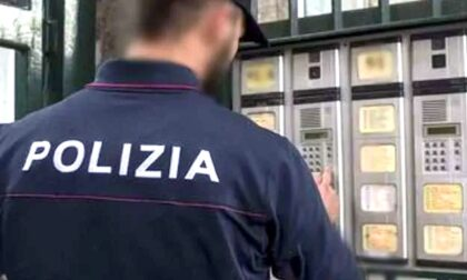 """Getta (invano) la droga dalla finestra per """"salvarsi"""": arrestato pusher"""