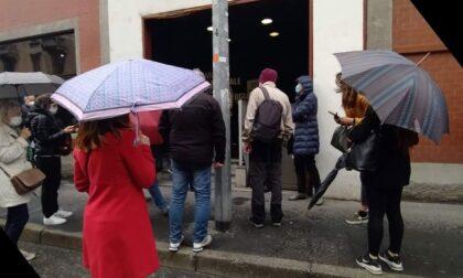 """""""Vaccino AstraZeneca sospeso mentre eravamo in fila per la somministrazione"""", il racconto di un soccorritore"""