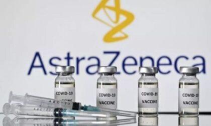 Forniture di AstraZeneca assicurate, sì alle somministrazioni anche per le prime dosi