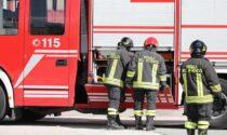 Incendio devasta appartamento: intossicati due anziani, palazzo evacuato