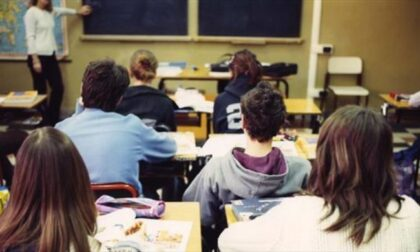 Da maggio stop ai tamponi sugli studenti: faranno il test salivare molecolare