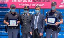 Salvarono una mamma colta da malore in autostrada: premiati al Giro d'Italia gli agenti