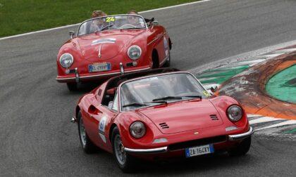 Parte la Coppa Milano-Sanremo, le foto delle bellissime auto d'epoca