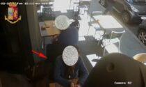 Rubano portafoglio ai tavolini di un bar ma la polizia assiste al furto e li arresta