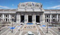 Giornata Mondiale per la libertà di Stampa, a Milano oltre 75mila giornali coprono piazza Duca d'Aosta