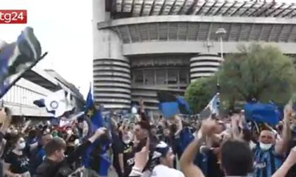 Oggi niente festa fuori da San Siro: massimo 3mila tifosi ad accogliere il pullman dell'Inter e controlli in centro