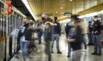 Molestano i passeggeri per trovare soldi per la droga: 17 allontanamenti
