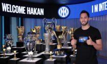L'Inter scippa Calhanoglu al Milan: il turco entra nella lista dei campioni che sono passati da una squadra all'altra