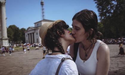 Foto racconto del Milano Pride 2021: la marea arcobaleno travolge la città