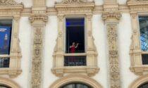 A Milano l'anima di Cremona suona da una finestra in Galleria Vittorio Emanuele II