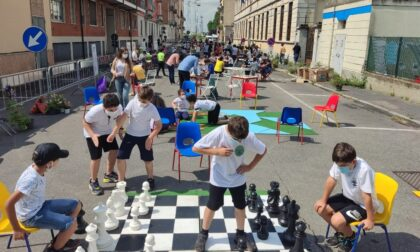 Strade chiuse e bambini in strada per giocare: a Rogoredo i più piccoli si riprendono la città