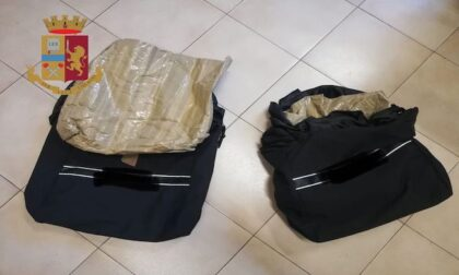 """Rubano 500 euro di vestiti grazie a borse """"schermate"""" per l'antitaccheggio: arrestate"""