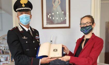 Il libro dell'800 rubato alla biblioteca civica torna a Edimburgo grazie ai carabinieri