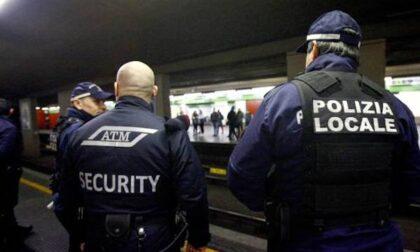 Molestano i viaggiatori in metro e chiedono soldi: emessi 6 daspo