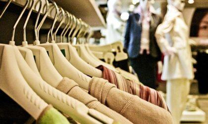 A Milano gli orari dei negozi tornano alla normalità: stop aperture scaglionate
