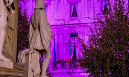 Palazzo Marino illuminato di viola, colore internazionale della disabilità