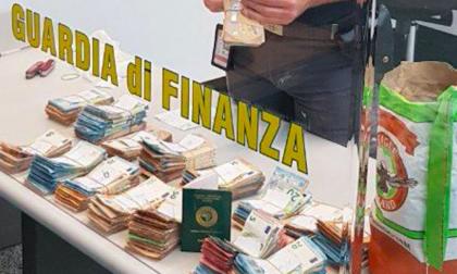 139 mila euro nascosti nella farina; fermato all'imbarco a Malpensa