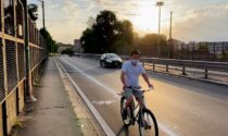 """La storia della pista ciclabile """"clandestina"""", nata in una notte sul ponte della Ghisolfa"""