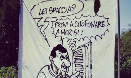 """Caso Morisi, Salvini contestato a Milano: """"L'ipocrisia è una brutta bestia"""""""