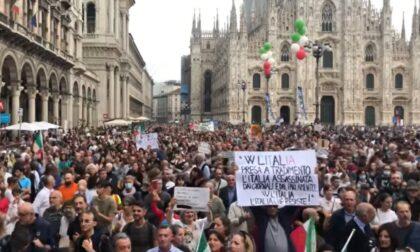 Manifestazioni No-Green pass a Milano, 41 denunce per il corteo non autorizzato (e il blocco sfondato)