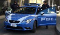 Oltre 2 chili di hashish nascosti in auto e in casa: arrestato spacciatore