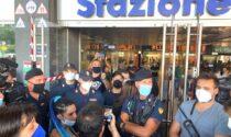 """Anche a Milano un flop la manifestazione """"no green pass"""" alla stazione Garibaldi"""
