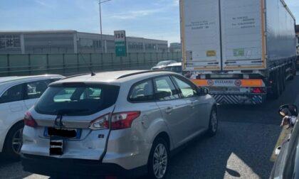 Grave scontro auto-moto sulla A4: un ferito e traffico fermo